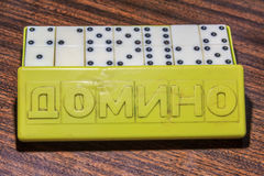 Domino ` s im Kasten Stockfoto