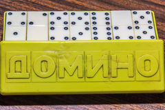 Domino ` s im Kasten Stockbild