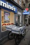 DOMINO ` S LIEFERUNG DURCH FAHRRÄDER Lizenzfreies Stockfoto