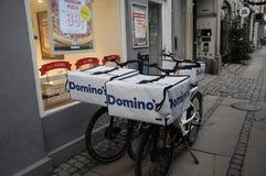 DOMINO ` S LIEFERUNG DURCH FAHRRÄDER Stockbild