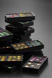 Domino's met de kleurrijke stukken van het puntspel Stock Afbeelding