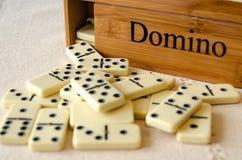 Domino su fondo bianco immagini stock libere da diritti