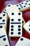 Domino sulla tavola Fotografia Stock Libera da Diritti