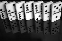 Domino sulla tavola Fotografie Stock