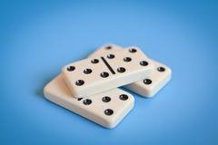 Dominodelen die, slechts nummer vijf tonen stock afbeelding