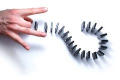 Dominoe met hand die op wit wordt geïsoleerdc Royalty-vrije Stock Fotografie