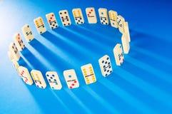 Dominoeffekt mit Stücken Lizenzfreie Stockfotografie