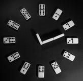 Dominoklok stock afbeeldingen