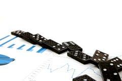 Dominos auf Diagramm Lizenzfreie Stockfotografie