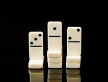 Dominos blancs montrant le gagnant de la course Photo libre de droits