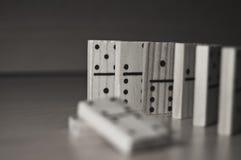 Dominos dans le monochrome Image stock