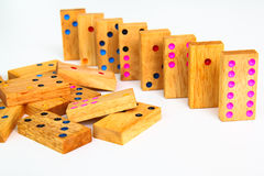 Dominos en bois d'isolement images stock
