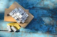 Dominos en bois réglés Photographie stock