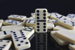 Dominos gefallen um doppelten sechs Lizenzfreie Stockbilder
