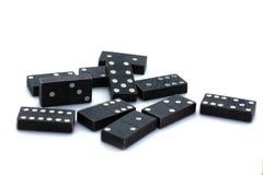 Dominos noirs sur le fond blanc Photographie stock
