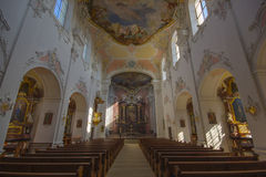Domkirche (大教堂教会)在村庄Arlesheim 库存照片