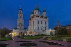 Domkyrka av antagandet och det Klocka tornet i astrakan Krem Royaltyfria Foton
