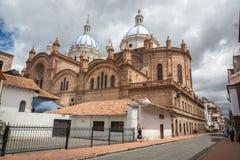 Domkyrka av Cuenca, Ecuador i en dag för blå himmel härligt dimensionellt diagram illustration södra tre för 3d Amerika mycket royaltyfria foton