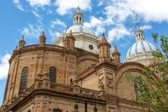 Domkyrka av Cuenca, Ecuador i en dag för blå himmel härligt dimensionellt diagram illustration södra tre för 3d Amerika mycket royaltyfri fotografi