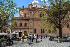 Domkyrka av Cuenca, Ecuador i en dag för blå himmel härligt dimensionellt diagram illustration södra tre för 3d Amerika mycket royaltyfria bilder