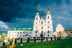Domkyrka av den heliga anden i Minsk - den huvudsakliga ortodoxa kyrkan av Arkivfoton