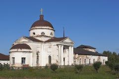 Domkyrka av den Kazan symbolen av modern av guden i staden Kirillov, Vologda region royaltyfri bild