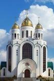 Domkyrka av den ortodoxa kyrkan i Victory Square i mitten av Kaliningrad Arkivfoto