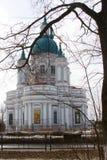 Domkyrka av den stora martyren Catherine Kingisepp Den ortodoxa kyrkan i Ryssland Arkivfoto