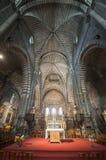 Domkyrka av Embrun, inre: altaret Arkivfoto