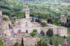 Domkyrka av helgonet Clare i Assisi, Umbria, Italien Arkivfoto