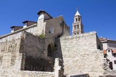 Domkyrka av helgonet Domnius och Diocletian slott i kluvna Croati Royaltyfria Bilder