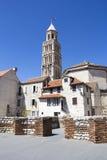 Domkyrka av helgonet Domnius och Diocletian slott i kluvna Croati Fotografering för Bildbyråer
