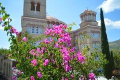 Domkyrka av helgonet Nectarios i den Aegina ön, Grekland på Juni 19, 2017 Royaltyfri Fotografi