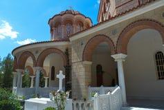 Domkyrka av helgonet Nectarios i den Aegina ön, Grekland på Juni 19, 2017 Fotografering för Bildbyråer