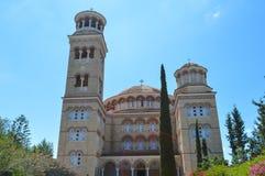 Domkyrka av helgonet Nectarios i den Aegina ön, Grekland på Juni 19, 2017 Royaltyfria Foton