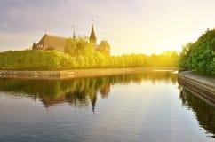 Domkyrka av Konigsberg på en sommarafton Kaliningrad gamla Royaltyfri Bild