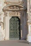 Domkyrka av Milan – första lämnade dörren Royaltyfri Fotografi