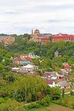 Domkyrka av Peter och Paul och trevlig sikt av Kamianets-Podilskyi Arkivfoton