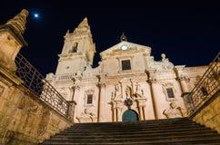 Domkyrka av Ragusa (Sicilien) på natten Fotografering för Bildbyråer