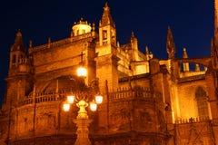 Domkyrka av Seville vid natt Arkivbilder