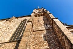Domkyrka av St Peter och Paul i mitten av den Brno staden - Tjeckien kyrkligt torn för klocka arkivbilder
