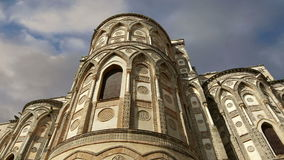 Domkyrka-basilikan av Monreale, är en Roman Catholic kyrka i Monreale, Sicilien, sydliga Italien lager videofilmer