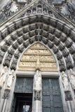 Domkyrka Cologne för ingångsdörr Royaltyfri Bild