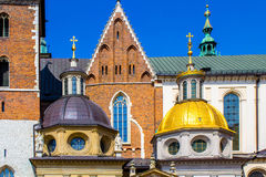 Domkyrka för konung Sigismunds och kapell, kunglig slott på den Wawel kullen, Krakow, Polen Royaltyfri Fotografi