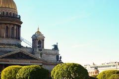Domkyrka för ` s för St Isaac i St Petersburg, den huvudsakliga dragningen av staden, ett ställe för text Arkivbilder