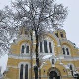 Domkyrka för ` s för St Volodymyr under snöfall i mitten av Kyiv, Ukraina Royaltyfria Foton