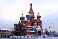 Domkyrka för St-basilika` s på röd fyrkant i Moskva arkivfoton