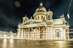 Domkyrka för St Isaacs (domkyrkan av St Isaac av Dalmatia) - den största ortodoxa kyrkan i St Petersburg på Squa för St Isaacs Royaltyfri Bild