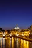 Domkyrka för St. Peter på natten, Rome Arkivfoto