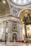 Domkyrka för St Peter ` s i Rome inom arkivbilder